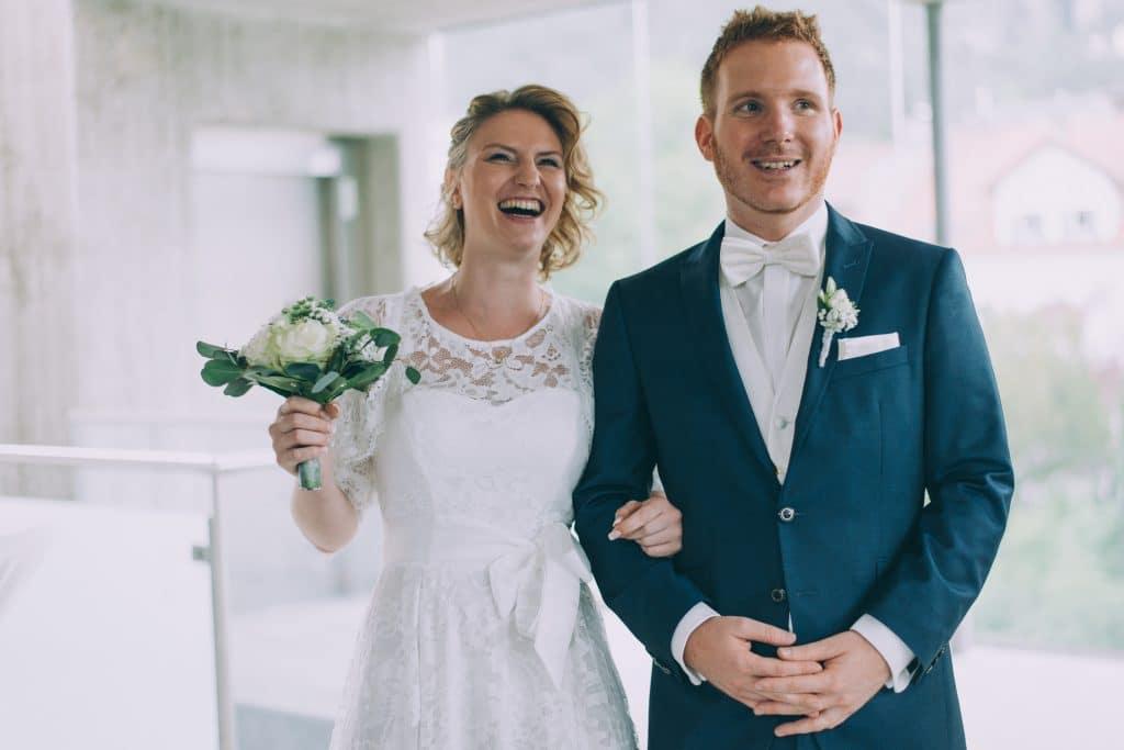 Brautpaar vor dem Standesamt, Bride and Groom Wedding, Hochzeit, Hochzeitsfotograf, Weddingphotographer