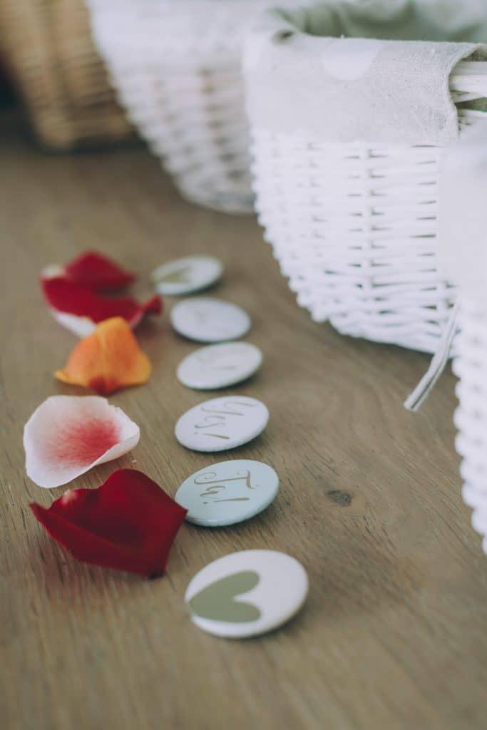 Anstecker Buttons bei Hochzeit