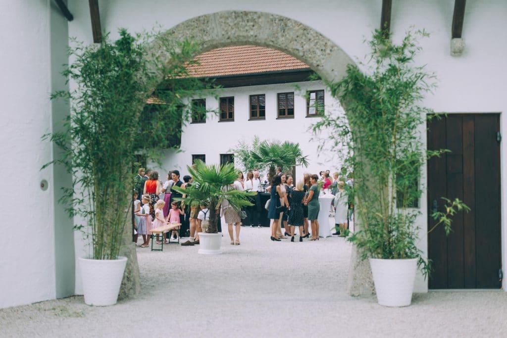 Bilick in den Schloßhof von Schloss Stauff in Oberösterreich
